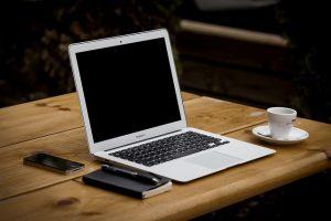 להחליף מסך למחשב נייד של אפל